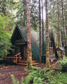 Want to experience the goodness of living in a country-style house and away from the city, and if you love hands-on, log cabin kits is the solution. Cottage In The Woods, Cabins In The Woods, House In The Woods, Tiny House Cabin, Log Cabin Homes, Log Cabins, Tiny Houses, House To Home, Mountain Cabins