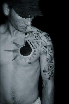 DOT WORK TATTOO. L'ART DU POINT BRUXELLES in Mes photos by Dot Work Tattoo, Beautiful Body, Tattoo Inspiration, Blackwork, Tatting, Body Art, Dots, Sky, Abstract