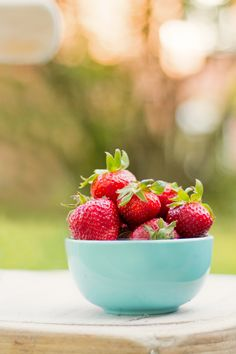 Strawberries outside just taste better. Eat Fruit, Fresh Fruit, Strawberry Hill, Strawberry Picking, Healthy Habits, Healthy Choices, Fruits Photos, Colorful Fruit, Food Photography Tips