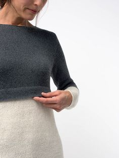 Horizon features simple hems and contrasting color segments that overlap for a unique, layered effect. Cima and Linen blend for a chic yet polished pullover. Knitting Socks, Hand Knitting, Knit Edge, Knitting Accessories, Knit Fashion, Top Pattern, Knit Dress, Knitting Patterns, Knitting Ideas