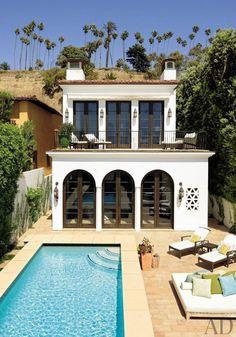 a coastal spanish colonial backyard. My dream backyard with a pool. Spanish Style Homes, Spanish House, Spanish Colonial, Spanish Revival, Spanish Pool, Spanish Modern, Spanish Architecture, Amazing Architecture, Mediterranean Architecture