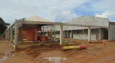 Um ano e prefeitura não termina obras da Praia das Arnos, nem banheiro tem para os usuários