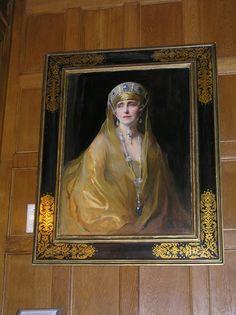 Queen Mary of Romania, royal portrait in Pelisor castle, Sinaia, Romania Peles Castle, Chateaus, Queen Mary, Castles, Empire, Tapestry, History, Portrait, Amazing