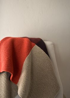 """Color study blanket - free pattern and link to """"intarsia for garter stitch tutoria"""" - purlsoho"""