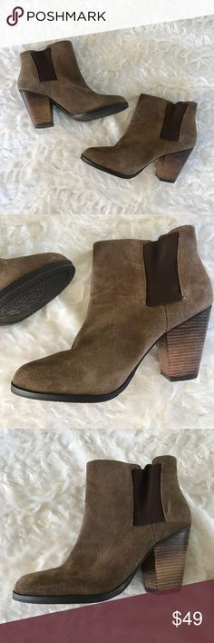 Vince Camuto Ankle Boots Super cute ankle boots by Vince Camuto! Never been worn but have a few minor scruffs from storage. Chunky heel. Perfect for fall! Size 6.5. Check out my closet for bundles! Vince Camuto Shoes Ankle Boots & Booties