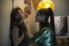 Rita Repulsa (Elizabeth Banks) corners Trini the Yellow Ranger (Becky G) in this new photo from the upcoming Power Rangers film. A new group of super human power rangers must […] Power Rangers 2017, Power Rangers Film, Go Go Power Rangers, Power Rangers Reboot, First Power Rangers, Rita Repulsa, Becky G Power Ranger, Rj Cyler, Hunger Games Merchandise