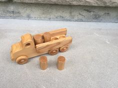 Wooden Toy Truck // Lorry // il xe cam nhông của PanePersoWoodcrafts
