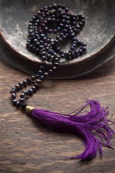 How to choose a mala - have you ever wondered how to choose mala beads for yourself or a friend? Pillow Book Design gives you some tips! Yoga Fashion, Yoga Inspiration, Book Design, Objects, Beaded Necklace, Pillows, Beads, Tips, Jewelry