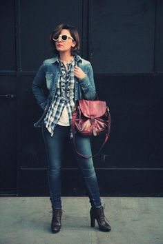 A great fashion blogger with a Burgundi Mialuis Bag #miaddicted #mialuis