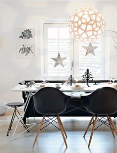 Modern Holiday Table: Black and White