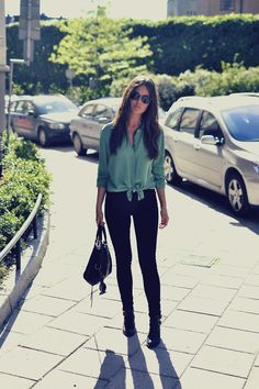 Get this look (blouse, jeans, bootie) http://kalei.do/Wsoj12g772kts5Sj