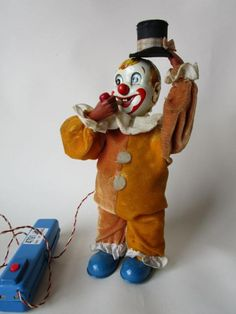 Magic Man Clown Japan Battery Operated Smoking Tin Toy, Marusan Co., 1950s #MiddelburgsVeilinghuis