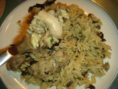 Betty's Cuisine: Κοτόπουλο με κριθαράκι και μανιτάρια Cabbage, Grains, Rice, Meat, Chicken, Vegetables, Food, Veggies, Vegetable Recipes