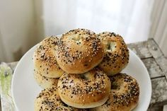 Easy homemade bagels...totally tempted to make some of these now!