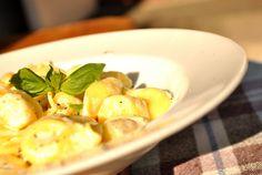 Cum fac un sos alb pentru paste? Tortellini, Prosciutto, Sprouts, Potato Salad, Paste, Cooking Recipes, Potatoes, Vegetables, Ethnic Recipes