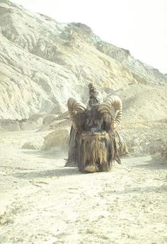 Scene 18 – Attack of the Sand People Tusken Raider, Scene, A New Hope, Great Films, Vintage Star Wars, Sand, Lion Sculpture, Star Wars Movie, Behind The Scenes