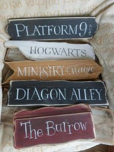 Love these Harry Potter signs! Need to get these for my house asap! Harry Potter signs Hogwarts Knockturn Alley Diagon Alley Gringotts Platform 9 Ministry of Magic No muggles Leaky Cauldron Burrow Azkaban Affiliate Signe Harry Potter, Harry Potter Thema, Harry Potter Sign, Harry Potter Bathroom, Harry Potter Nursery, Harry Potter Ilustraciones, Harry Potter Lines, Harry Potter Christmas Gifts, Bedroom Door Signs