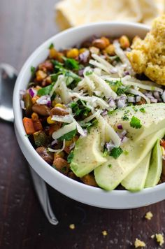 7 Easy Veggie Chili Recipes That Prove You Don't Need Meat to Make It Hearty There's nothing better than big pot of chili when it's cold out. These 7 vegetarian chili recipes prove you don't need meat to get that cozy feeling. Pinto Bean Chili Recipe, Pinto Bean Recipes, Vegetarian Chili Easy, Vegetarian Recipes, Healthy Recipes, Chili Recipes, Soup Recipes, Citrus Recipes, Kitchens