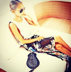 Nicole Richie relaxing in St. Tropez with her Simone Camille bag