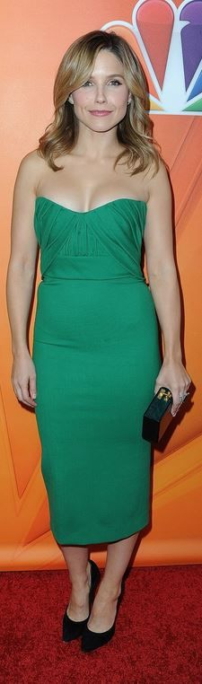 Sophia Bush's green sweetheart strapless dress, jewelry, and clutch handbag style id