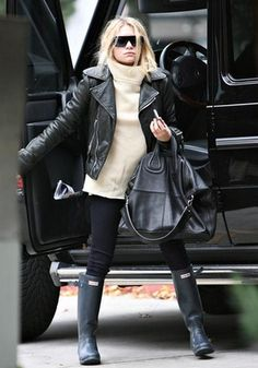 plus i <3 everything about this photo: from the t neck sweater and black leather jacket to the g wagon and handbag!