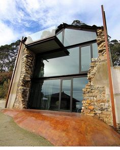 Casa Sabugo is a house located in the Sabugo de Otur village in rural Spain. Designed by Tagarro-De Miguel Arquitectos, we love the unique architecture and interior design choices. Modern Exterior, Exterior Design, Interior And Exterior, Room Interior, Amazing Architecture, Interior Architecture, Architecture Today, Fashion Architecture, Contemporary Architecture