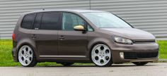 VW Touran GTI - La Dolce VWita! Volkswagen Touran, Vw T5, Vw Group, Mini Bus, Vans Style, Vw Camper, Car Manufacturers, Campervan, Car Pictures