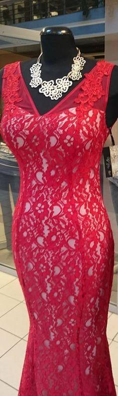 Esküvőre készülsz vendégként és szereted a merész vonalakat? A Gold Rose-ba érdemes benézned! Íme ízelítőül egy gyönyörű piros darab alkalmi ruháik közül.