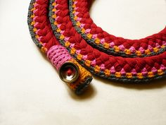 There are other, more-amazing crocheted necklaces here with super colors and I want to make them.