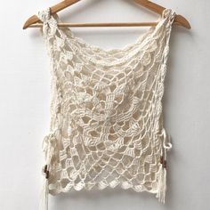 Crochet tunic with side slit. Crochet tank with side ties. Beach cover up. Crochet Tunic, Crochet Clothes, Crochet Tops, Gypsy Crochet, Freeform Crochet, Crochet Dresses, Crochet Motif, 70s Outfits, Hippie Outfits