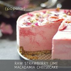 Raw Strawberry Lime Macadamia Cheesecake Free from gluten grains dairy eggs soy refined sugars baking and even cashews Raw Vegan Desserts, Vegan Treats, Paleo Dessert, Gluten Free Desserts, Raw Food Recipes, Sweet Recipes, Delicious Desserts, Dessert Recipes, Vegan Raw