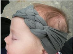Bovy cut if you have a girl :) Knotted Jersey Headband DIY - For me instead? Headband Bebe, Jersey Headband, Knotted Headband, Girl Headbands, Baby Headband Tutorial, Headband Pattern, Headbands For Babies, Diy Baby Headbands No Sew Tutorials, Celtic Knot Headband