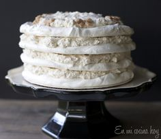 A winter wonderland Chestnut meringue torte. Melt in your mouth layers of chestnut cream and meringue. Bake in advance and serve cold Pavlova, Chilean Recipes, Chilean Food, Meringue Cake, Raspberry Smoothie, Caking It Up, Recipe Images, Sweet Recipes, Yummy Recipes