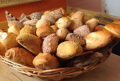 Que tal tentar uma receita caseira rápida e fácil de pão integral? Anote!