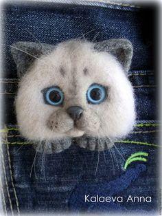 Купить или заказать Сиамский котик,брошь,брошь для кармана в интернет-магазине на Ярмарке Мастеров. Очаровательный и любопытный котик с удовольствием посидит у вас 'в кармашке'пиджака,кофточки или на шарфике,воротнике и т.д.Подарит свою любовь и хорошее настроение Котик выполнен в технике сухого валяния из натуральной шерсти.