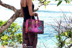Большая сумка из кожи питона от BaliSnake.ru. Размеры: 35 x 25 x 18.  Цена: 10'500 рублей.   По всем вопросам заказа и доставки пишите в WhatsApp/ Viber/ SmS +79036678272 Виктория, либо на почту v_lvova@bk.ru. Доставка напрямую с острова Бали по всему миру, в любые города и страны в течение 7-10 дней, курьером до двери✈ #мода #модно #куртка #dior #ручнаяработа #сумкиоптом #москва #handmade #сумки #питон #сумкаизпитона #питоноваясумка #лето #balisnake #python #уфа #сумка #кожа #скидки…