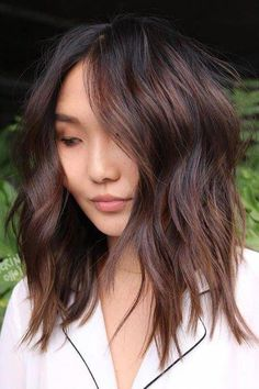 Hair Color Ideas That'll Make This Summer Feel Totally Fresh for Blondes, Brun. Hair Color Ideas T Subtle Balayage, Balayage Hair, Medium Hair Styles, Curly Hair Styles, Honey Brown Hair, Medium Length Hair Cuts With Layers, Dark Hair With Highlights, Winter Hairstyles, Korean Hairstyles
