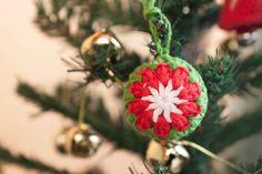 Cómo hacer una bola de ganchillo para el árbol de Navidad   Christmas tr...