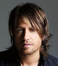 To get the Keith Urban look shampoo hair and condition. Let dry naturally and with a small amount of gel, run your fingers through your hair. - 2013 Hairstyles for Men Short Medium Long Hair Styles Haircu Medium Long Hair, Medium Hair Cuts, Long Hair Cuts, Medium Hair Styles, Short Hair Styles, Medium Cut, Long Curly, Haircut Medium, Medium Waves