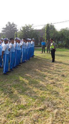 Panit Binmas Polsek Candi Latih Pelajar Yang Tergabung Dalam Paskibra http://ift.tt/2avRQKb