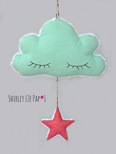 Nuage et son étoile en tissu, décoration murale vert d'eau et corail petits pois pour enfant : Décoration pour enfants par shirleyzepap