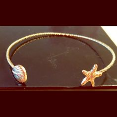 ✨ STARFISH & SHELL  WRIST CUFF This is a beautiful delicate bracelet which features a starfish on one end, and a seashell on the other end. It is open-ended so it will fit any wrist. Beautiful on its own or with your favorite wrist bling.  I bought this in a boutique on Long Beach Island, but never wore it. TRADES Boutique Jewelry Bracelets