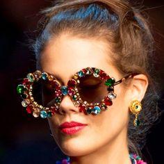 https://urbanglamourous.wordpress.com/…/irreverencia-no-ol…/ #ÓculosdeSol, #Dior, #DolceGabbana, #MiuMiu, #Primavera, #Spring, #Summer, #Sunglasses, #Tendência, #Trend, #Verão