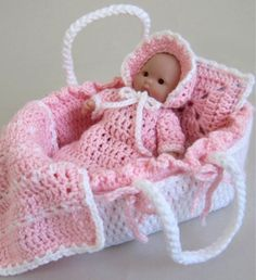 Crochet Dolls Maggie's Crochet Moses Basket Baby- this reminds me of my Grandma! She made these for all the granddaughters - There are many women who like to make crochet patterns for spending their time making something bene Baby Doll Clothes, Crochet Doll Clothes, Doll Clothes Patterns, Crochet Dolls, Doll Patterns, Baby Dolls, Crochet Patterns, Barbie Clothes, Cute Crochet