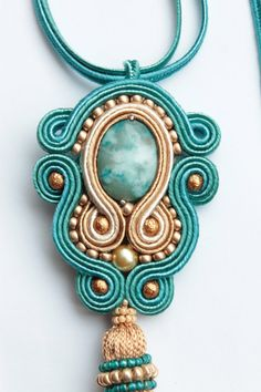 Etsy の Turquoise soutache pendant. by SoftAmethyst Bead Embroidery Jewelry, Beaded Bracelet Patterns, Beaded Jewelry, Handmade Jewelry, Soutache Pendant, Soutache Necklace, Diy Necklace, Soutache Tutorial, Gold Bridal Earrings