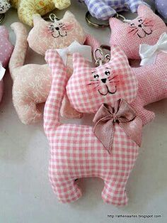 Amazing Home Sewing Crafts Ideas. Incredible Home Sewing Crafts Ideas. Sewing Toys, Baby Sewing, Sewing Crafts, Sewing Projects, Free Sewing, Fabric Toys, Fabric Crafts, Fabric Animals, Cat Quilt