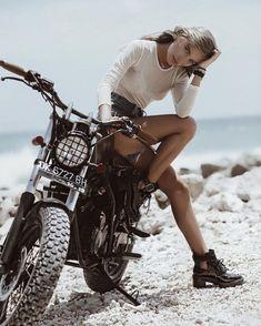 67 Super Ideas For Bobber Motorcycle Girl Harley Davidson Style Cafe Racer, Cafe Racer Girl, Harley Davidson, Lady Biker, Biker Girl, Couple Moto, Blitz Motorcycles, Women On Motorcycles, Harley Motorcycles