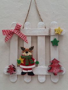 Learn how to make Easy Christmas Crafts for Kids with these amazing Popsicle Stick Christmas Ornaments. for kids easy christmas Easy Christmas Crafts for Kids to Make – Popsicle Stick Christmas Ornaments Popsicle Stick Christmas Crafts, Stick Christmas Tree, Easy Christmas Ornaments, Christmas Crafts For Kids To Make, Christmas Wood, Craft Stick Crafts, Spring Crafts, Christmas Projects, Kids Christmas