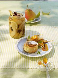 Topfen-Auflauf mit Birnenkompott und Sanddornhonig - ein besonderes Dessert während der Birnensaison besonders beliebt