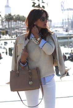 Die passende Bluse habe ich schon. Fehlt nur noch eine weiße Hose, ein schlichter cremefarbener Pulli und eine helle leichte Jacke. Ein Trenchcoat würde dazu auch toll aussehen!